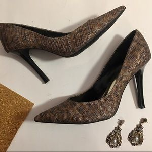 Guess Black Bronze & Gold Metallic Pumps Size 9